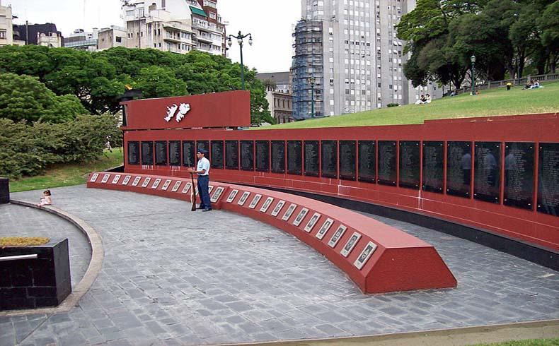 Monumento a los caídos en Malvinas, en Plaza San Martín en Buenos Aires