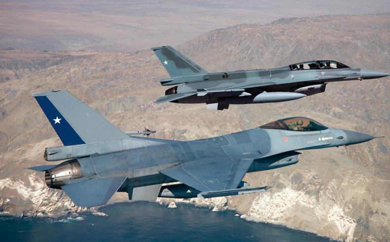 Ejercicios de entrenamiento: Fuerzas aéreas de Argentina, Brasil, Chile, Estados Unidos y Uruguay participaron en el Ejercicio Salitre 2014. Los aviadores participaron en misiones de batalla simuladas sobre el desierto y los mares de Chile. El programa promovió la camaradería entre los efectivos que participaron