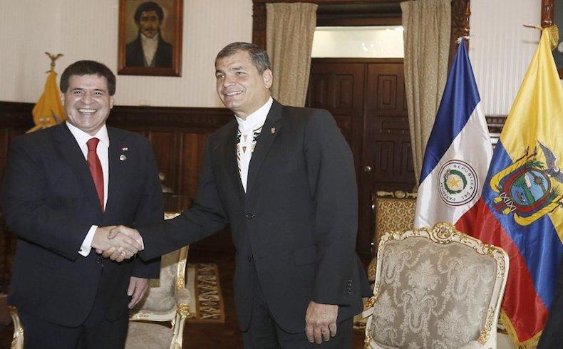 Presidente del Paraguay Horacio Cartes con su colega el Presidente Rafael Correa de la República del Ecuador en el Palacio de Carondelet, 21 de Noviembre del 2014.