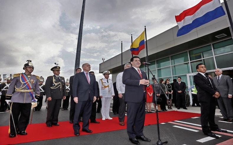 Presidente Horacio Cartes llegando en el Aeropuerto Mariscal Sucre en Quito, Ecuador.