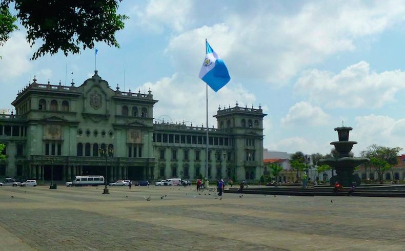 Elecciones democráticas y pacíficas – Guatemala – Argentina