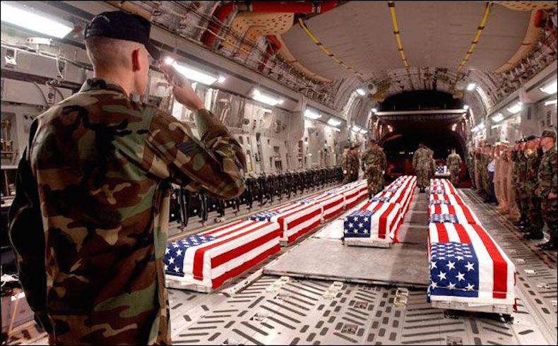 Cadáveres estadounidenses siendo repatriados.