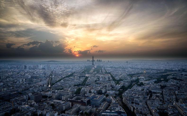 Más de 140 muertos en ataques terroristas de París, provocando la enérgica condena internacional