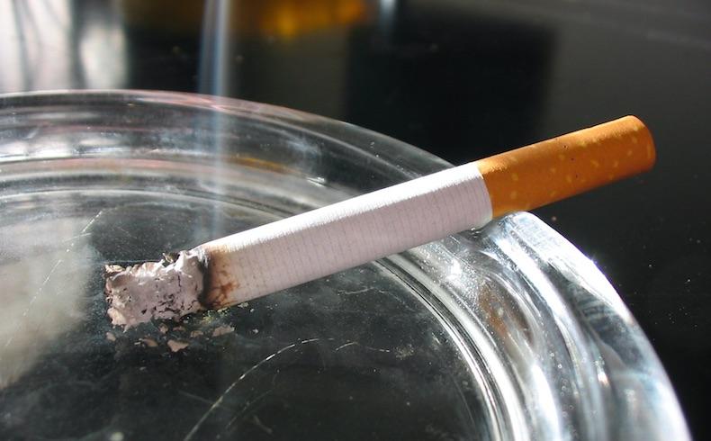 Inglaterra: Campaña contra el tabaco, ahora se muestra un tumor que crece en un cigarrillo