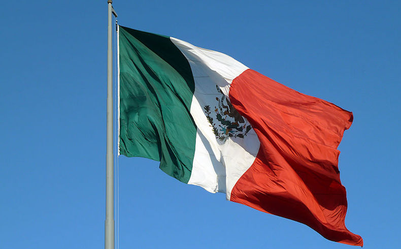 https://commons.wikimedia.org/wiki/File:Mexico_Flag_(8264544534).jpg