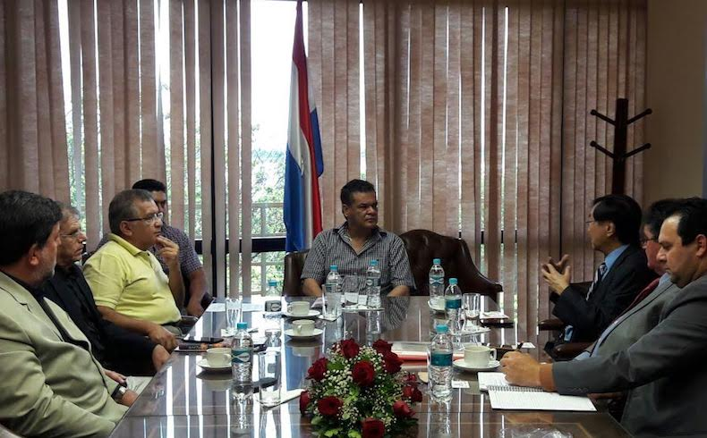 Paraguay: El Presidente del Senado Nacional recibe a Dr. Charles Tang