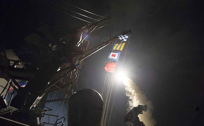 USS_Ross_2017_Shayrat_strike_170407-N-FQ994-031