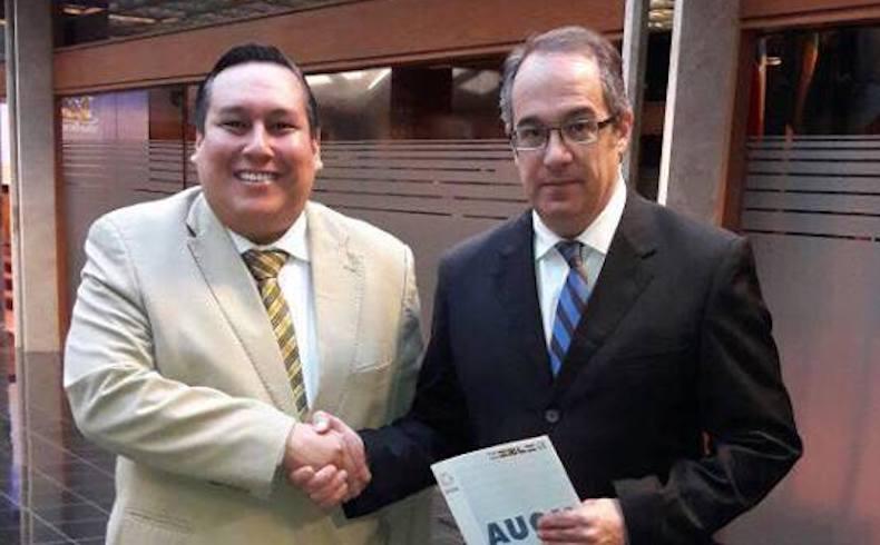Diputado José Mahía recibe a Rolando Segovia del Colorado Añeteté – Paraguay