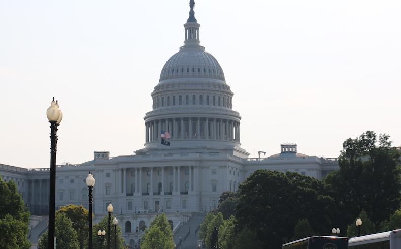 Senado de EEUU aprueba nuevas sanciones a Rusia