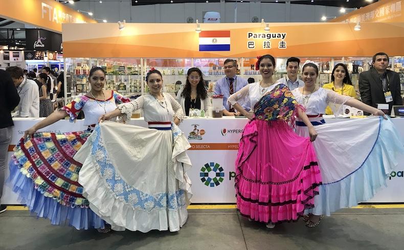 Chinos-taiwanes le hacen guiño al pollo paraguayo