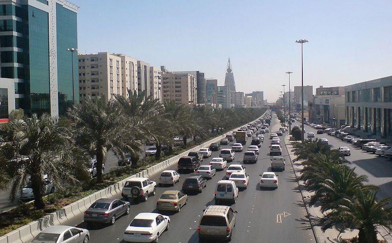 Arabia Saudita no descarta abandonar el dólar y liquidar sus activos en EEUU