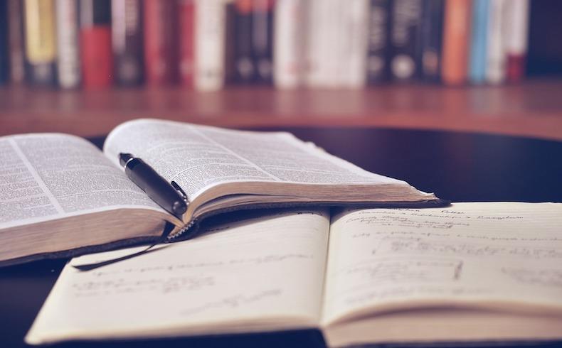 Poemas de Puertollano: uno de los libros más grandes del mundo en tamaño